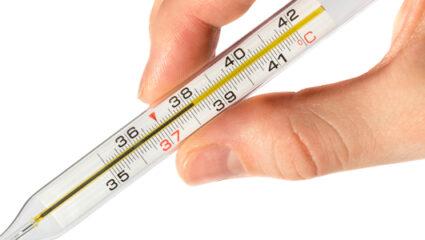 Q-koorts hand met thermometer