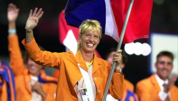 2000-09-15 17:41:00 AT97 - 20000915 - SYDNEY, AUSTRALIA : Equestrian competitor Juke van Gruncen of Netherlands carries her national flag as she marches with her team 15 September 2000 during the Athletes Parade in the opening ceremony of the Sydney 2000 Olympic Games. The Games will run from 15 September to 01 October. EPA PHOTO AFP/PATRICK HERTZOG/mn