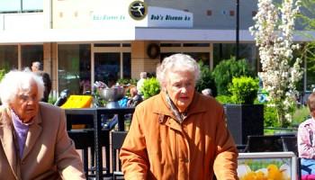 vergrijzing, winkelende ouderen