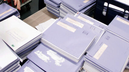 blauwe envelop