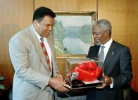 Muhammad Ali en Kofi Anan (Bron: flickr/United Nations Photo)