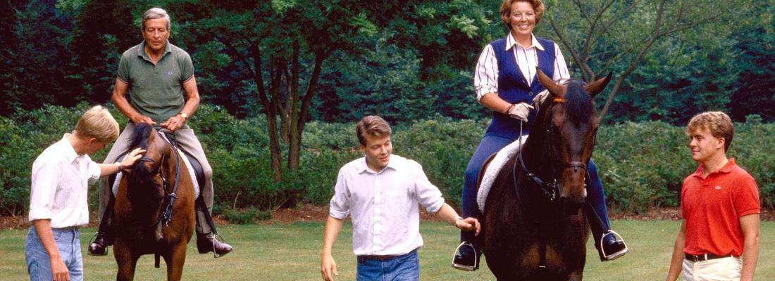 Oranje te paard max vandaag for Paard aan huis te koop