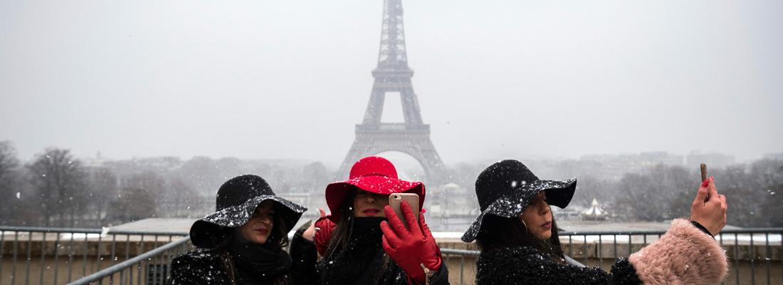 Na de hoge waterstanden in Parijs in januari 2018, hebben ze er nu te maken met zware sneeuwval. Zo zwaar dat de Eiffeltoren gesloten is