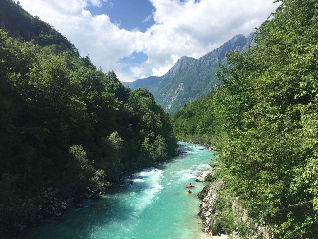 uitzicht vanaf brug Soča-vallei