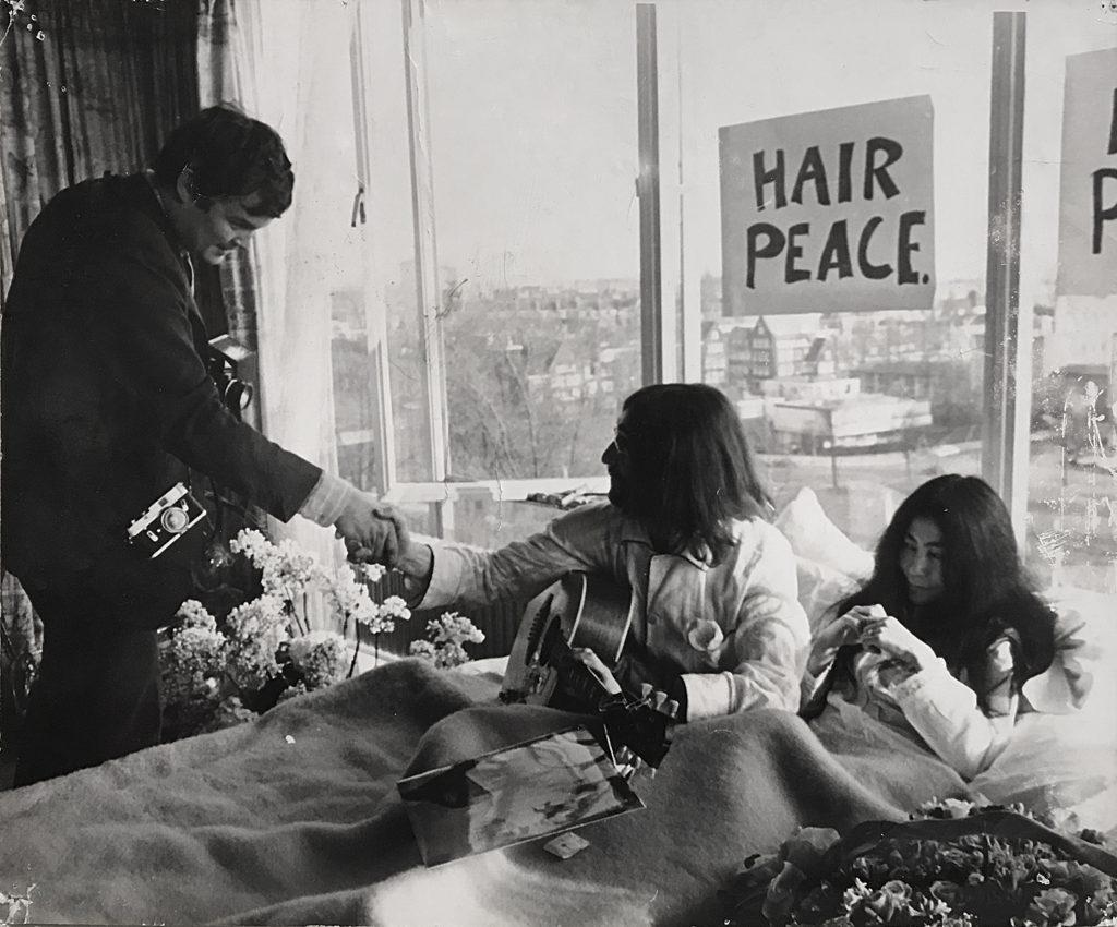 Nico Koster met John Lennon