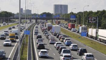 auto's op de weg