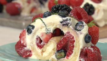 Biscuitrol met rood fruit