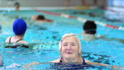 zwemmen in zwembad