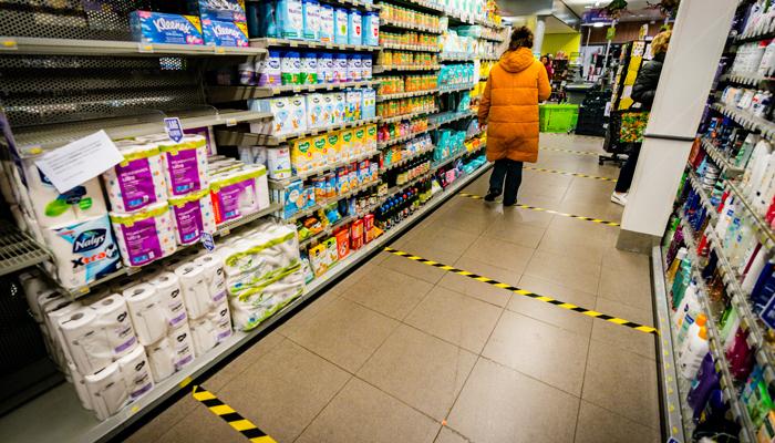 Coronamaatregelen in supermarkten - MAX Vandaag