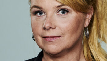 Astrid de Jong als Avondzuster