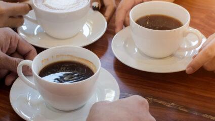 Koffie en thee drinken