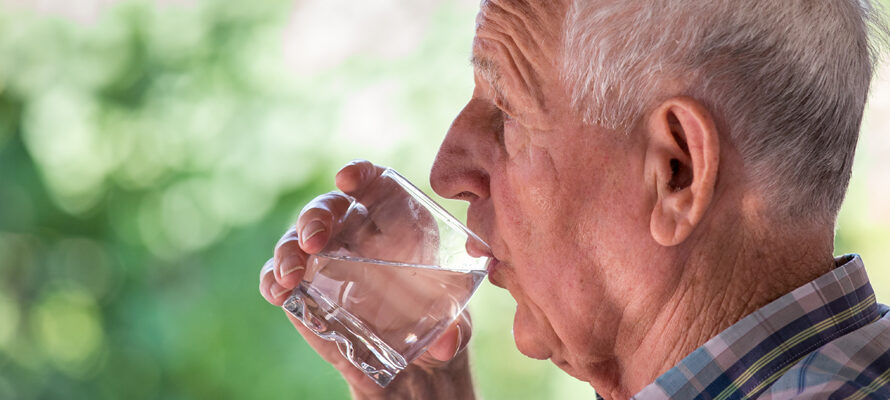 Ouderen moeten meer water drinken