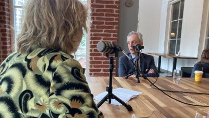 Frank Wieland in gesprek met Mieke van der Weij