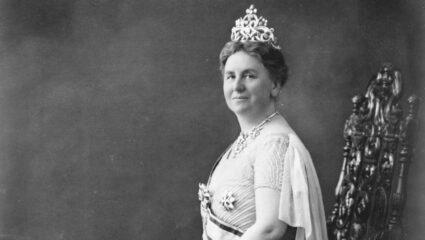 Koningin Wilhelmina met diadeem